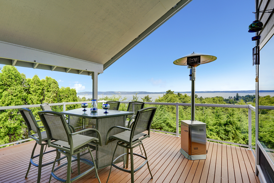 deck with freestanding propane heater